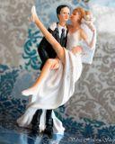 Svadobné postavičky na tortu - svadobné figúrky na tortu nevesta v náručí
